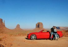 Monument Valley (Arizona, Estados Unidos) en el verano de 2014, con un Chevrolet Camaro 2SS descapotable.